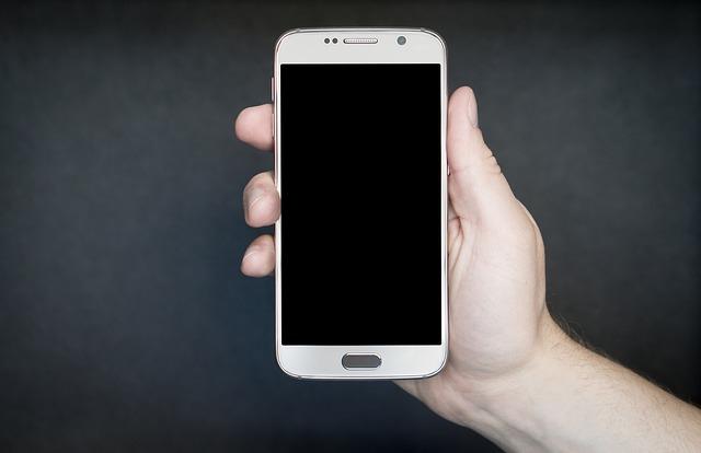 Samsung Smartphone in einer Hand